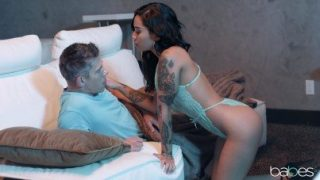 Babes / Staying with a dad's best friend – Honey Gold